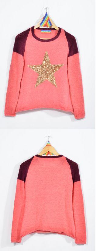 Sweater tejido a máquina familiar en lana Mohair Slam e hilado industrial, con detalles en cuello y hombros con apliques de estrella dorada de lentejuelas. 100% hecho a mano. $530