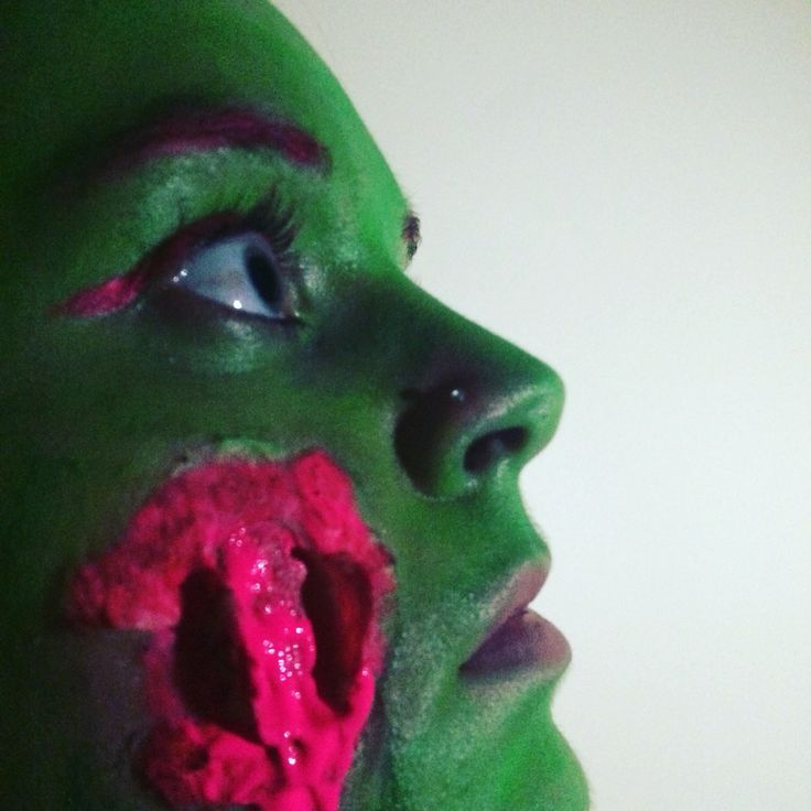 Wounded neon alien using liquid latex, cotton and neon face paint! Follow me on Instagram: @maggisfx Tumblr: Magsfx