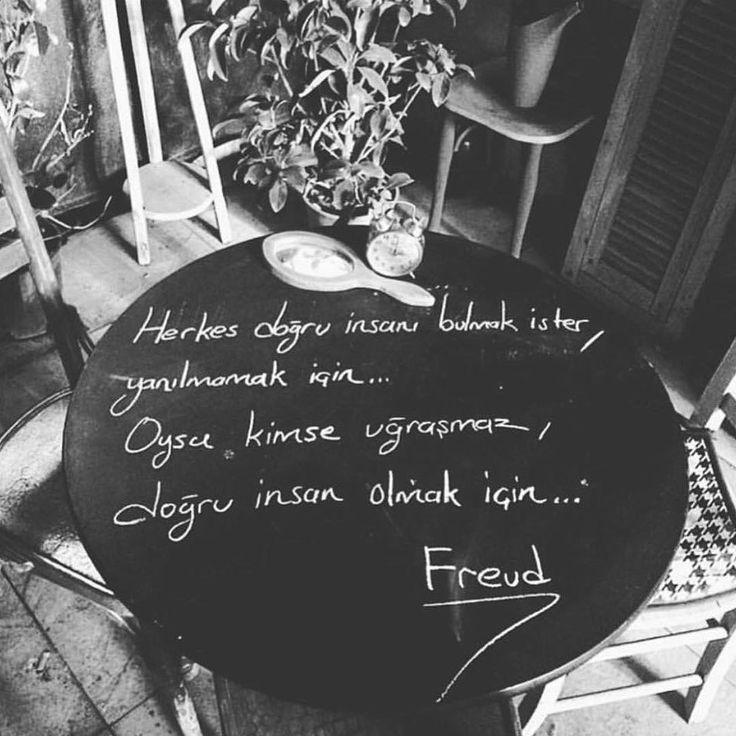 Herkes doğru insanı bulmak ister, yanılmamak için...  Oysa kimse uğraşmaz, doğru insan olmak için...   - Sigmund Freud  (Kaynak: Instagram - evbizimsemtkira)  #sözler #anlamlısözler #güzelsözler #manalısözler #özlüsözler #alıntı #alıntılar #alıntıdır #alıntısözler #şiir #edebiyat