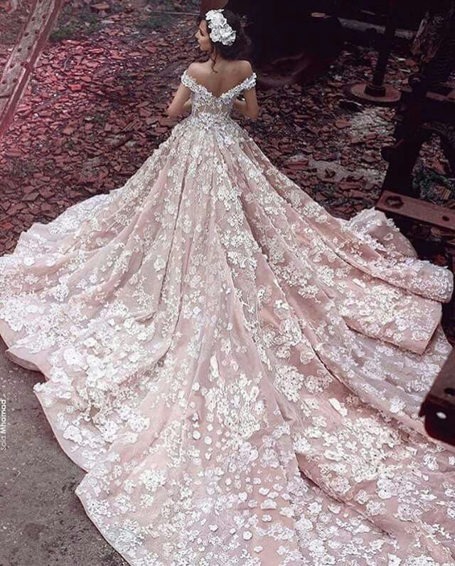 Blush detailed gown… It's so gorgeous,  I can't resist♥♥♥