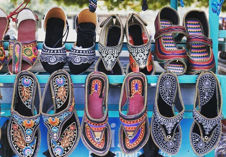 Fancy. #jaipur #india #rajasthan #incredibleindia #footwears #streetphotography #canon