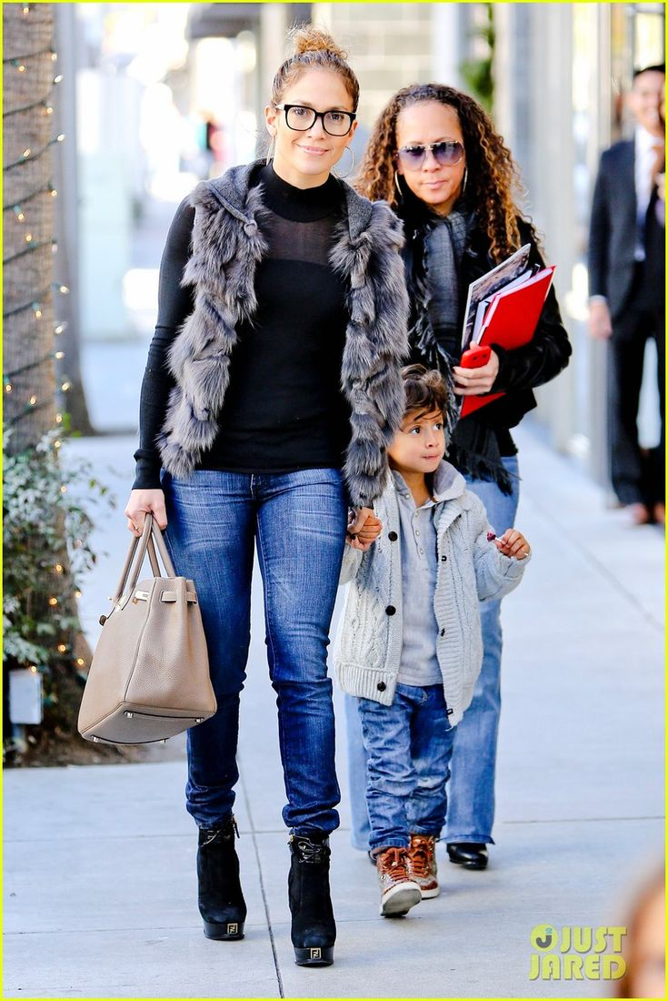 Jennifer Lopez & Casper Smart: Beverly Hills Shoppers! | jennifer lopez casper smart beverly hills shopping with the kids 22 - Photo