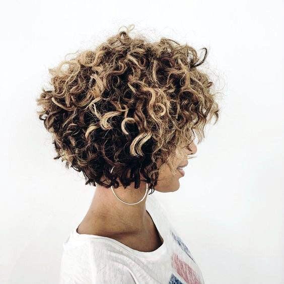9 Inspirações para quem quer aderir ao cabelo curto! Confira no blog!
