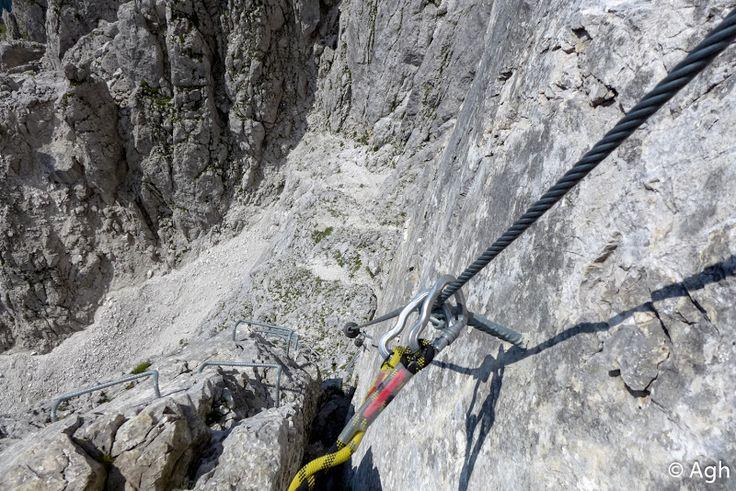 """Ferrata """"Dino Buzzati"""" al Cimerlo in Val Canali (Primiero): attraversa la parte meridionale del Gruppo Pale di S. Martino. Si può fare un anello scendendo al rifugio Velo della Madonna. ● http://girovagandoinmontagna.com/gim/vie-ferrate-in-trentino/(pale-di-s-martino)-ferrata-'dino-buzzati'-al-cimerlo-val-canali-(primiero)/"""