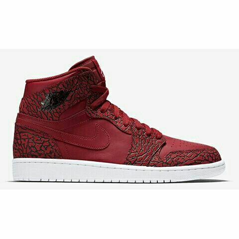 on sale f76f9 b07bc ... A red Air Jordan 1 with elephant print Yup! Get an official look at   Zapato Negro - Flexi ...