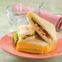 SANDWICH BAKAR TELUR KEJU http://www.sajiansedap.com/mobile/detail/6420/sandwich-bakar-telur-keju