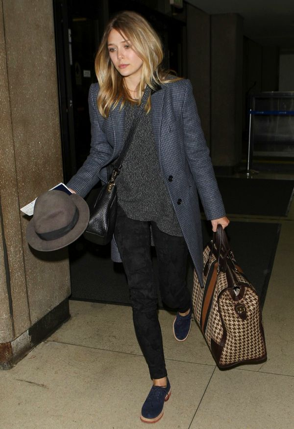 ELIZABETH OLSEN FASHION STYLE  BLOG AIRPORT LAX LOOK TWEED BOUCLE JACKET HOUNDSTOOTH LUGGAGE CROSSBODY BAG FEDORA BLUE SUEDE HAT OXFORD