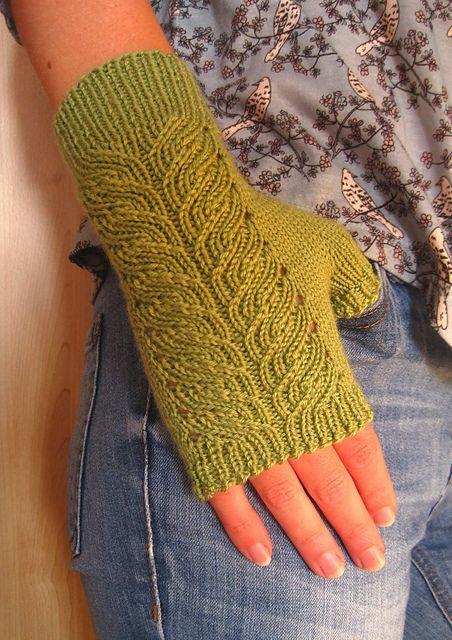 Ravelry: Kayla Fingerless Mitts pattern by Suzie Sparkles