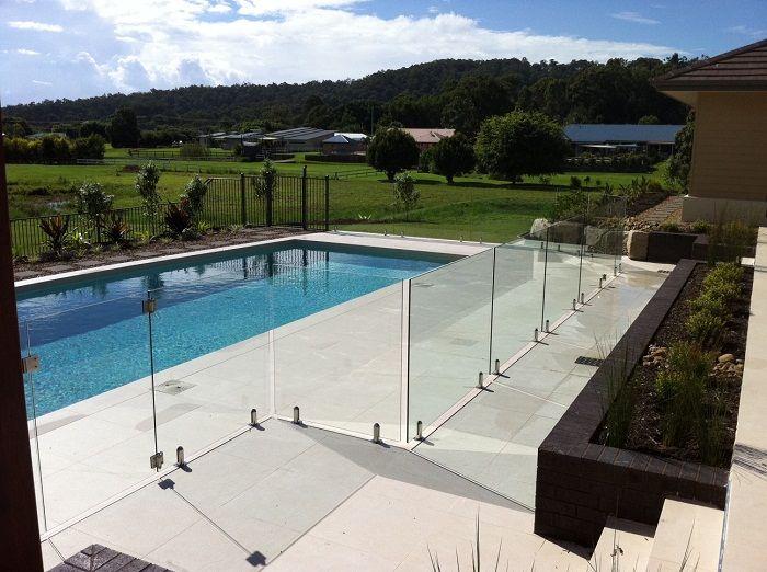 Cerca barreira de vidro para piscinas e jardins piscinas for Piscinas e jardins