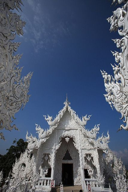 Gateway - Chiang Mai, Thailand. The architecture, food or landscapes, why do you like to travel?