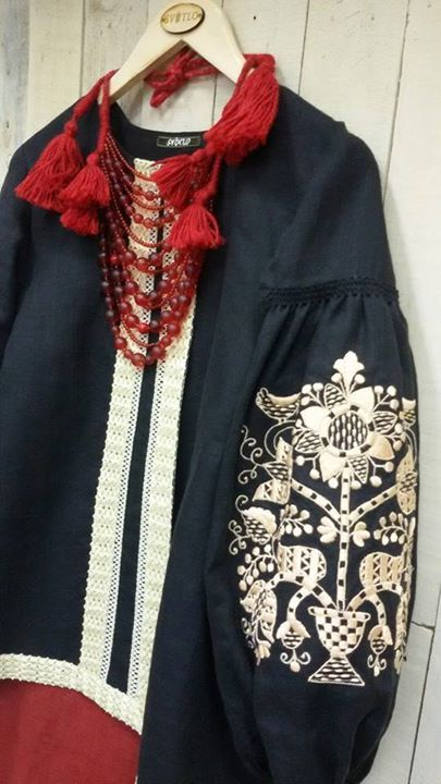 Modern ukrainian fashion with folk motifs. Современная украинская мода с народными элементами.