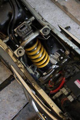 SRX600 rear shock in its place - - SRX600 Reborn. Gazzz-garage.com