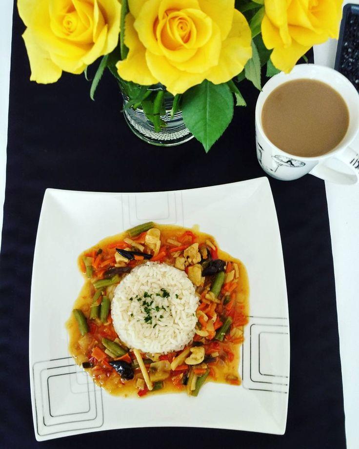 Dziś na obiad danie chińskie, jedno z moich ulubionych �� do tego szybka kawa i ruszamy na drugi spacer ��  #food#foodporn#obiadek#obiad#mamawkuchni#instamom#instamatki#instamama#polishmum#polishwife#wifeinkitchen#gotowanie#chinszczyzna#daniechinskie#grzybkimun#fasola#papryka#kurczak#l4#fitfood#bycfit#dieta#weekendodpada#instawife#instafoodporn#instafood#mamagotuje http://w3food.com/ipost/1516719168468496229/?code=BUMeAw8ly9l