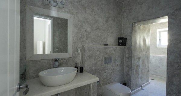 Bathroom of Moonlight Villa in Paros Greece. http://instylevillas.net/property/moonlight-villa-paros/