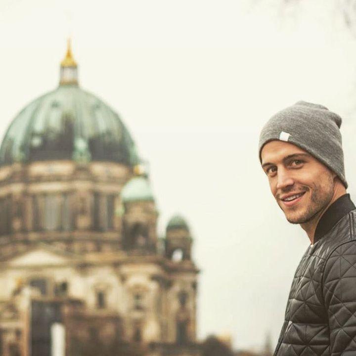 Berlin ist eine wundervolle Stadt!! Als ich dort zu Besuch war, hat mich die internationale Kultur, die Vielfalt an Möglichkeiten und die Vergangenheit der Stadt sowie ihrer Bewohner überwältigt und zum Nachdenken gebracht!   Was ist an deiner Stadt/ deinem Ort so besonders??? 😉