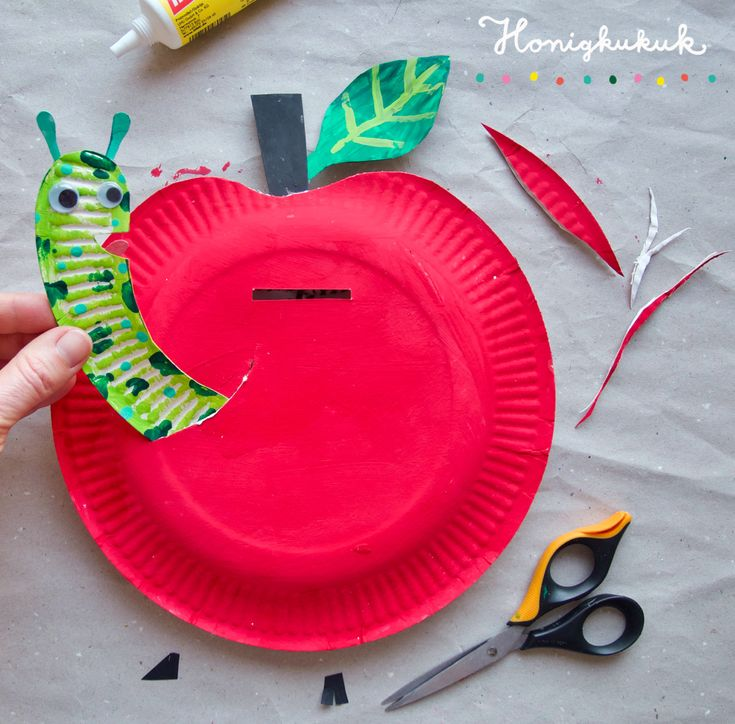 Spar apple from paper plates! 🍎🐛💚 This kn …
