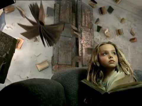 Libros y Lectura.  Un cortometraje que incentiva al interés por la lectura y el sucumbir al mundo de la fantasía y el misterio que se encuentra en cada libro. Hermoso en verdad.