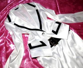 aman 光沢サテン パールホワイト ブラウスジャケット & C de C(クードシャンス) 光沢サテン ブラックタイトスカート 商品詳細 ブラウスジャケット ・メーカ:aman(アマン) ・サイズ:フリー ・身生地:ポリエステル100% ・カラー:光沢パールホワイト トライアングルカラーに飾られたビジューやインナービスチェ風のプロテクタ、ポケットチーフ付のジャケットブラウスになります、身生地は素肌に気持ちの良いとろみ感たっぷりのサテン生地の女性らしいお洋服をお探しの方にはお勧めなお品です スカート ...