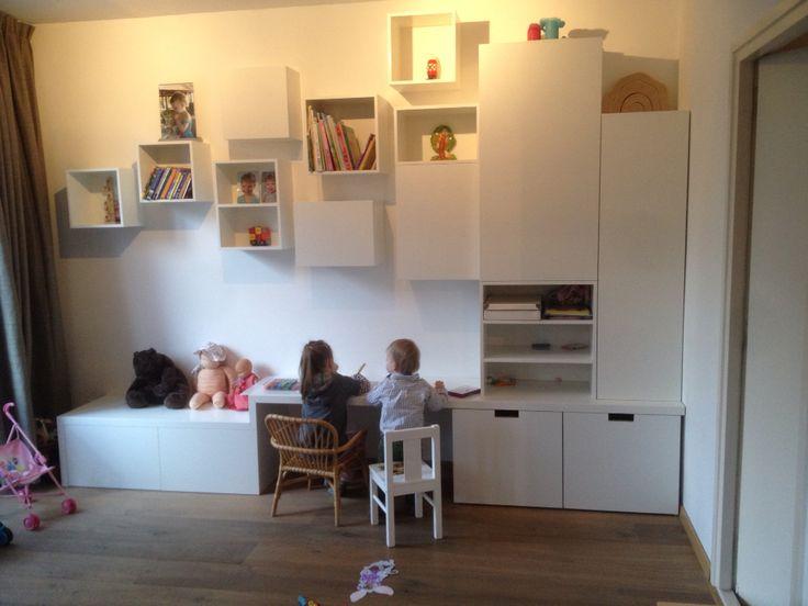 Onze wandkast met kinderbureau en bank is zo cool geworden gemaakt door for Moderne meid slaapkamer