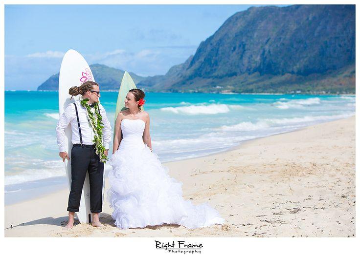 Photo by www.rightframe.net - Slub oraz plener slubny na Hawajach, Hawaje, Hawajski, wesele, ceremonia, plaza, Honolulu, Waikiki, wyspa, wakacje, urlop, za granica, na plazy, zdjecia, plenerowe, slubne, slubna, podroz, poslubna, sesja, zagraniczna, ślubna, ślub, plaży, plaża, suknia, welon, nad morzem, bukiet, zachod, slonca, trash, the, dress, woda, ocean,  waimanalo, pomysl, pomysły, pomysł, fotograf, fotografia, inspiracje, deski surfingowe, gory,