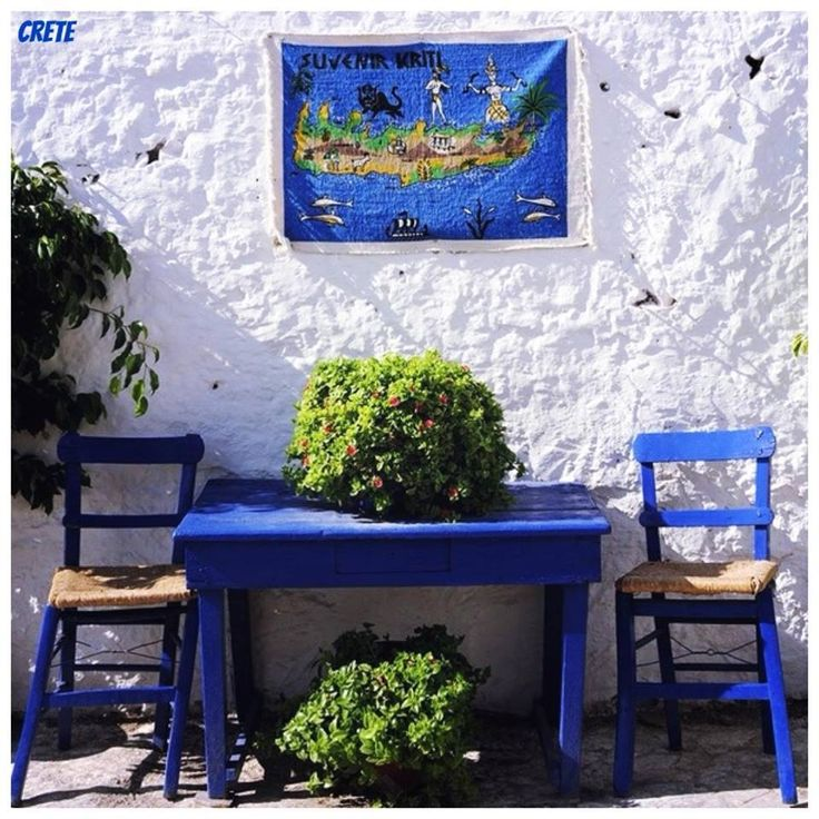 Κρητη. A little area for two for Greek coffee in Crete