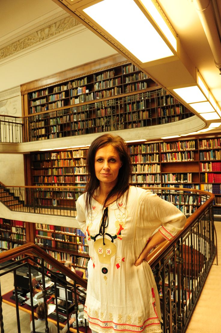 In July 2015 photographer Tony Mott did a photo shoot with singer Kasey Chambers around the Library for his upcoming exhibition at the State Library of NSW in October 2015.