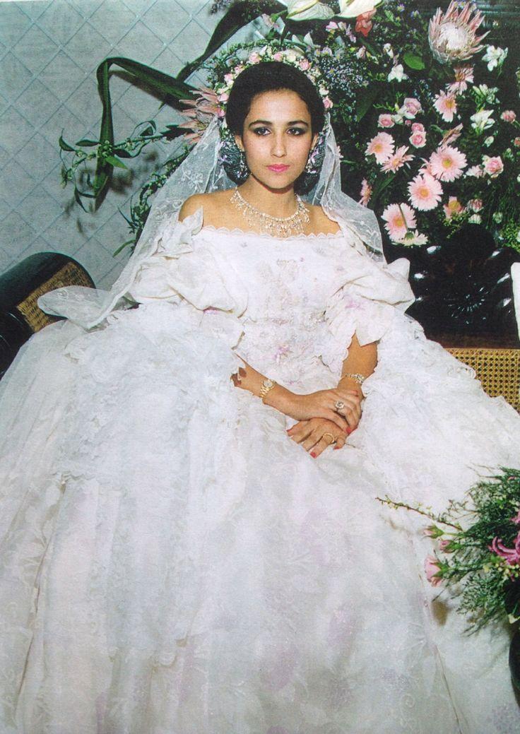 Bridal Gowns Kuwait : A beautiful bride in kuwait wearing louise hamlin wright