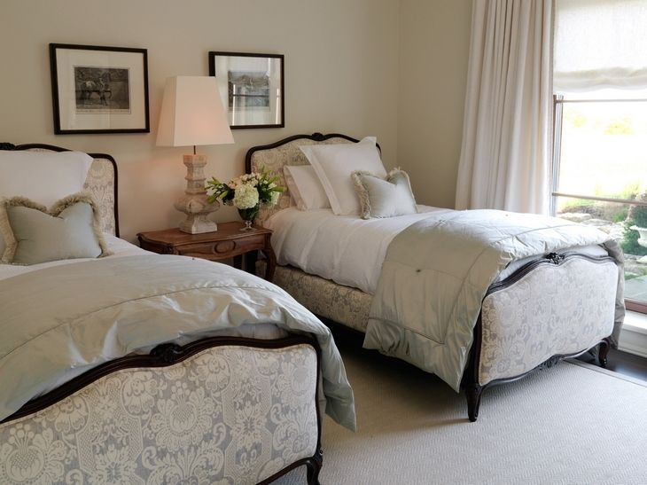 love the twin thing in a guest room.  I can just imagine Doran and Dot, sharing the same bed