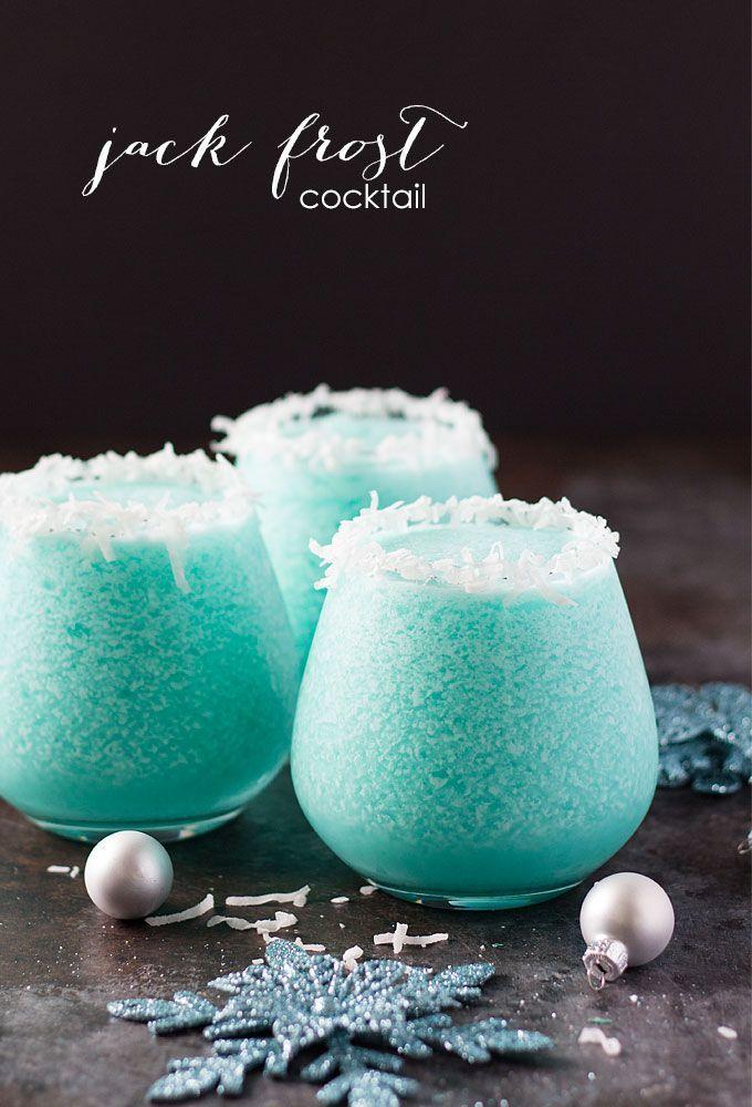 Jack Frost Cocktail - Vodka, jus d'ananas, curaçao bleu et crème de coco créer plus délicieux, belle et festive cocktail de vacances le!