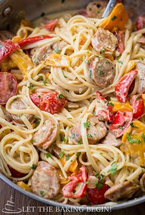 Спагетти с овощами и колбасой