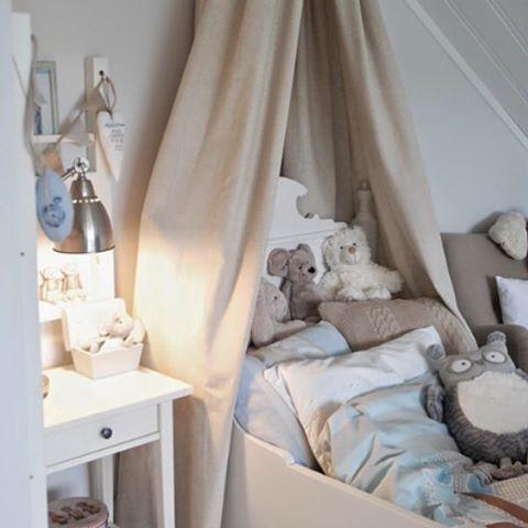 [ GOOD NIGHT, SLEEP TIGHT ]  Long fun party day behind and two happy kids in bed  #myhome #villawallebeck #boysroom #littleboysroom #kidsbedroom #mittbarnerom #kiddos #sweetdreams #prehalloweenpartyday #barnerom #gutterom