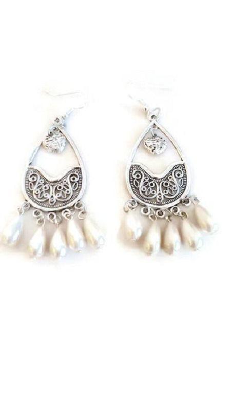 Boucles d'oreilles pendentifs perles blanches et coeur : Boucles d'oreille par wilec