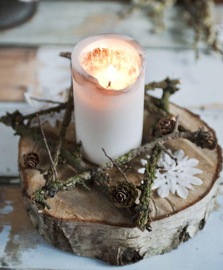 Vil du gerne pynte op til jul på en naturlig og enkel måde, så snup nogle grene i naturen, og lav din egen rustikke julestjerne.