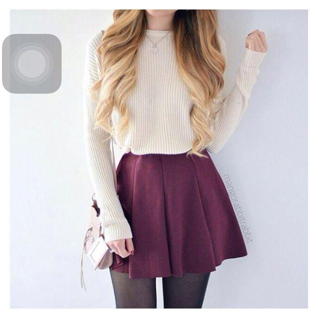 Outfit para un día frío pero quieres verte chic! falda, medias y suéter!