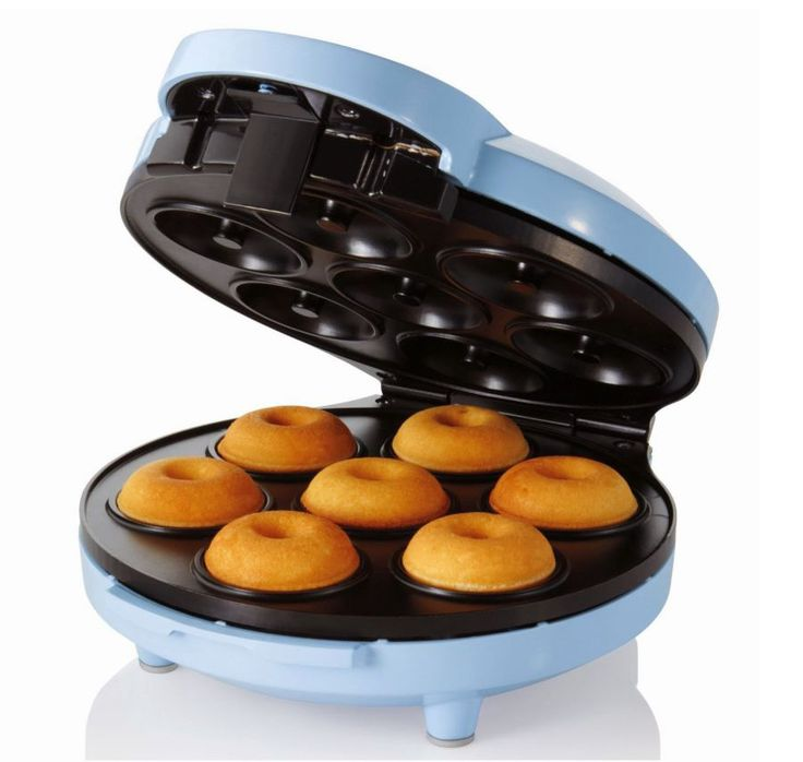 Donut Maker DD-632 design by Dodawa DD-632. Make homemade doughnuts in minutes with this Donut Maker. This donut maker makes seven donuts at a time, and it's easy to use just warm up the electric donut maker until the ready lights illuminate to indicate that the maker is on and heating. http://www.zocko.com/z/JJyxf
