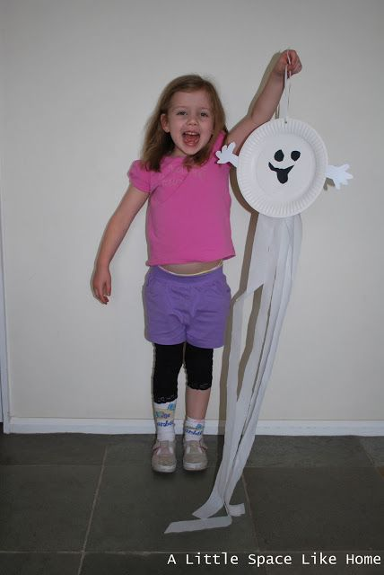 A little Space like Home: Halloween Crafts: Paper Plate Ghosts