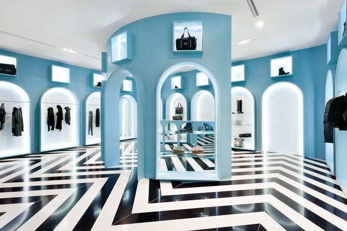컨셉 스토어, 히트 갤러리는 이탈리아 의류 브랜드 Ittierre 와 디자인 스튜디오 Novembre 의 콜라보레이션으로 첫 시리즈가 홍콩에 오픈된다. 건축적 디자인의 클래식한 매트릭스는 강한 이탈리안 양식으로 대칭..