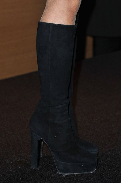 Shakira Photos - Shakira (shoe detail) arrives at Hotel Majestic on January 28, 2012 in Cannes, France. - Celebrities Honored By French Ministry Of Culture - MIDEM 46th Edition