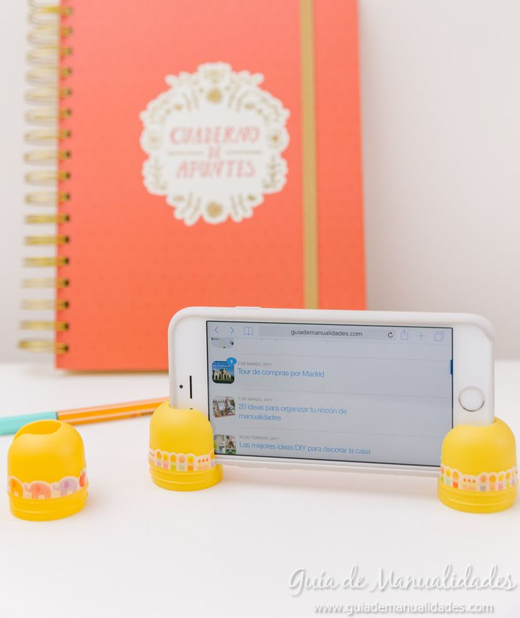 Soporte para el móvil con cápsulas de huevos kinder