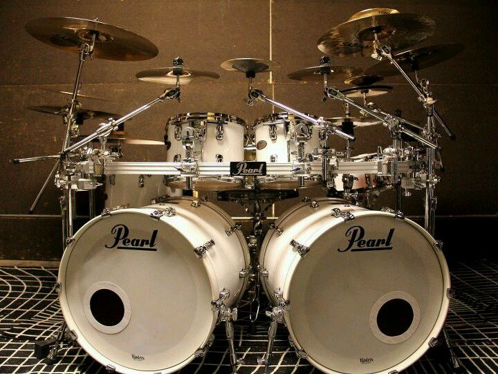 I think I want a white drumset now ;)