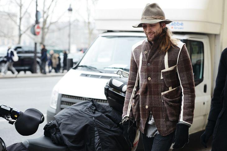 Интересный пиджак на товарище:-)