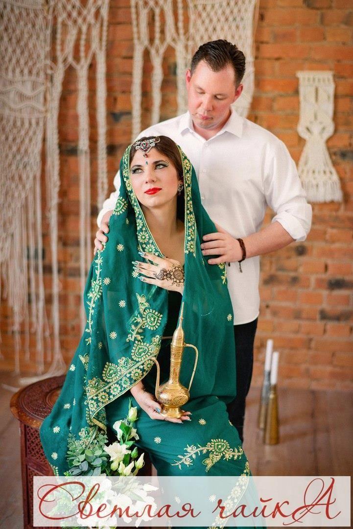 """Свадьба в индийском стиле!  Этот стиль свадьбы подходит всем, кто с детства любит индийские фильмы, увлекается восточной культурой.  Если вы всегда мечтали попробовать что-то новое и мечтали об экзотике, почему бы вам не оформить свадьбу в индийских традициях? Свадьба в индийском стиле подойдет каждому ценителю истинной экзотики и красоты, ведь любая индийская свадьба представляет собой буйство цвета и праздничной красоты. Вдохновляйтесь вместе с нами! Ваша """"Светлая чайка""""…"""