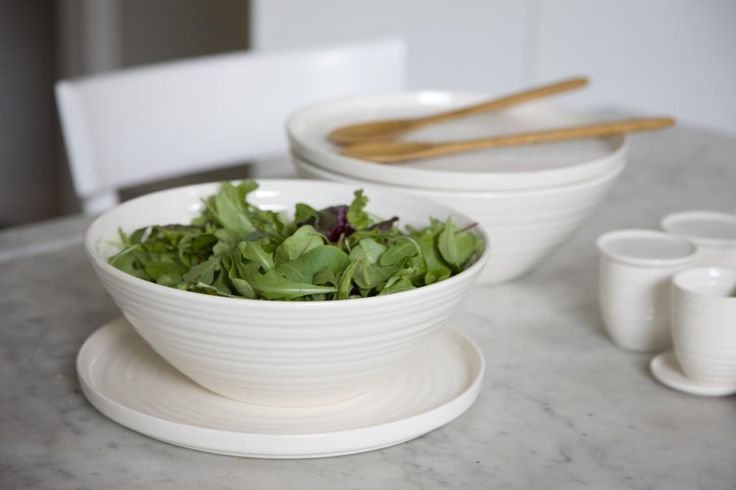 The series is designed to be flexible. You can place a dinner plate on top of a soup bowl which offers a highly distinctive way of serving and keeping ingredients warm. The larger plates are also ideal for cake display.