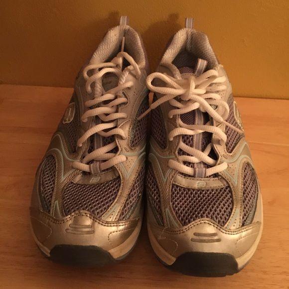 Sketchers aerobic tennis shoes