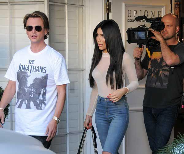 ¡No estás viendo doble! Kim Kardashian tuvo a bien encontrarse con su doble. Se trata de Kamilla Osman, una chica de 20 años que fácilmente podría pasar como su gemela. Esta bloguera comparte la pasión por la moda con Kim y es fácilmente identificada por su gran parecido a la esposa de Kanye West. Ante