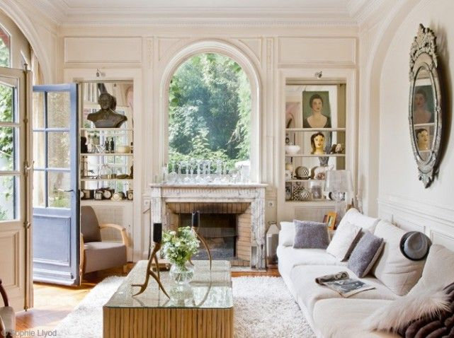 Simply Beautiful Living Room In A 20th Century Paris