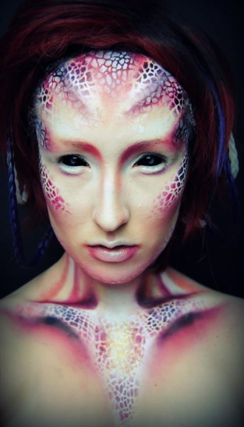 The body art is very suitable for my HR Giger project although I would do these colours in dark green silvers and black.