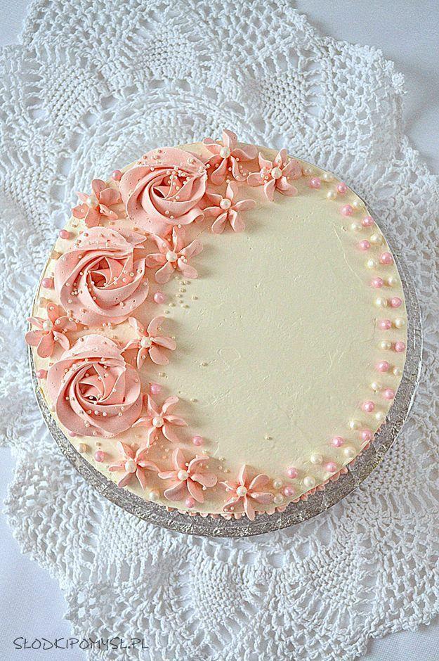 Kokosowy Tort Z Malinami Bialy Udekorowany Rozowymi Kwiatami Z Kremu Maslanego To Idea Chocolate Cake Decoration Cake Decorating Designs Simple Cake Designs