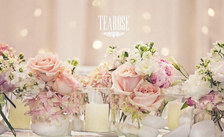 Romantikus stílusú esküvői asztaldísz (részlet)