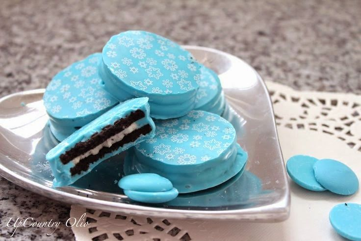 frozen themed birthday party | http://www.browniebites.net/throw-a-disney-frozen-themed-party/